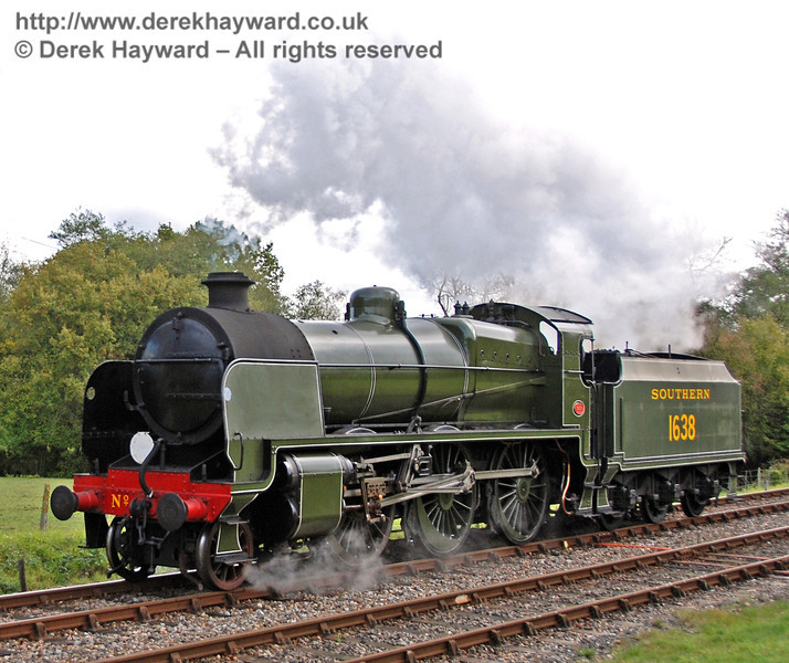 1638 runs round at Kingscote.  23.10.2009