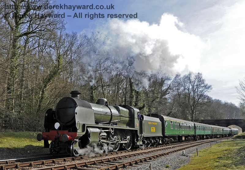 1638 hauls a northbound service train away from Leamland Bridge.  25.03.2012  4112