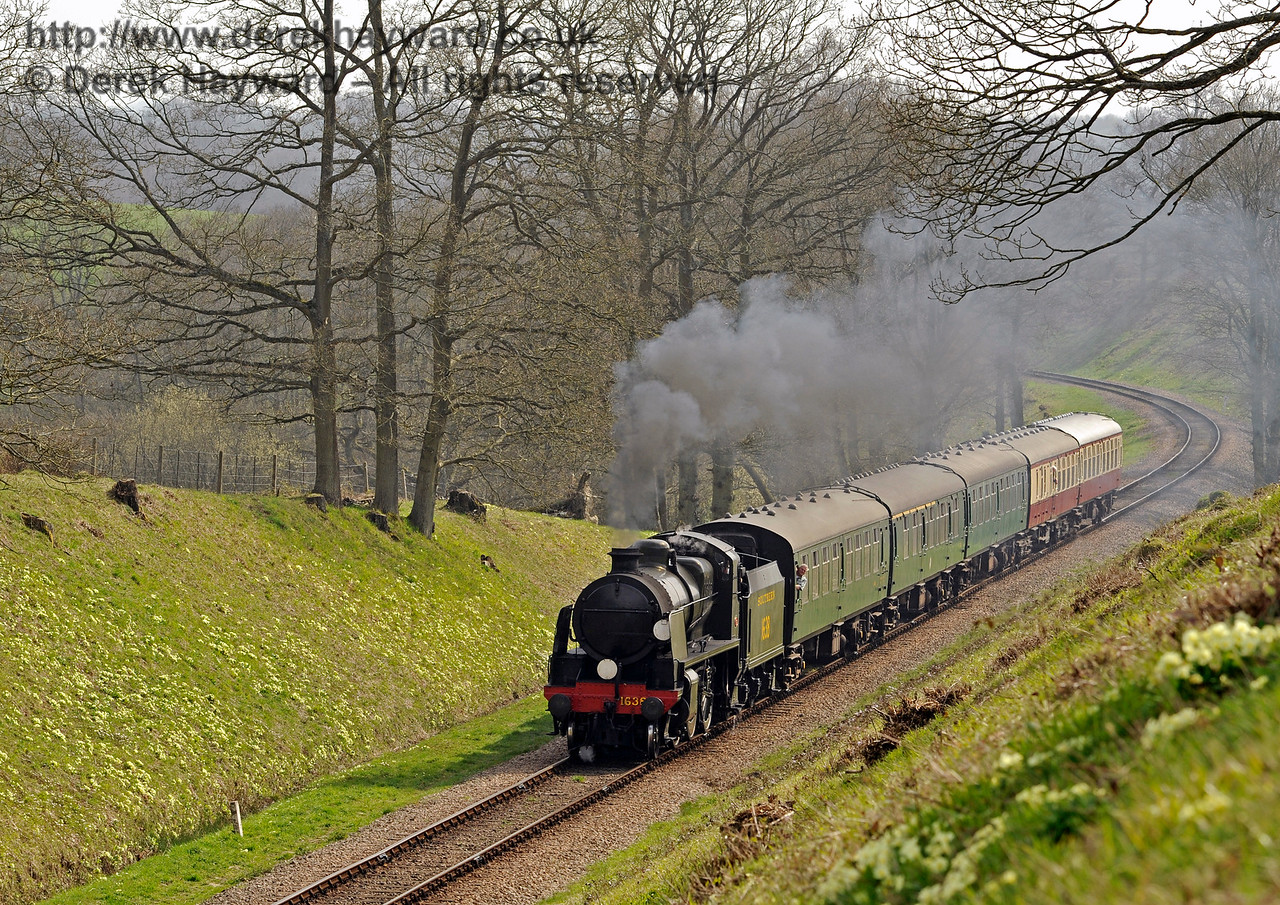 The primroses are out on the side of the cutting as 1638 approaches Three Arch Bridge.  10.04.2015  10699