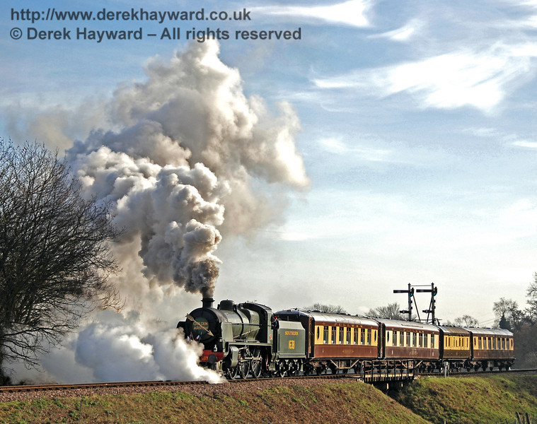 1638 creates excellent steam effects as it leaves Sheffield Park with a private Pullman service. 01.12.2009