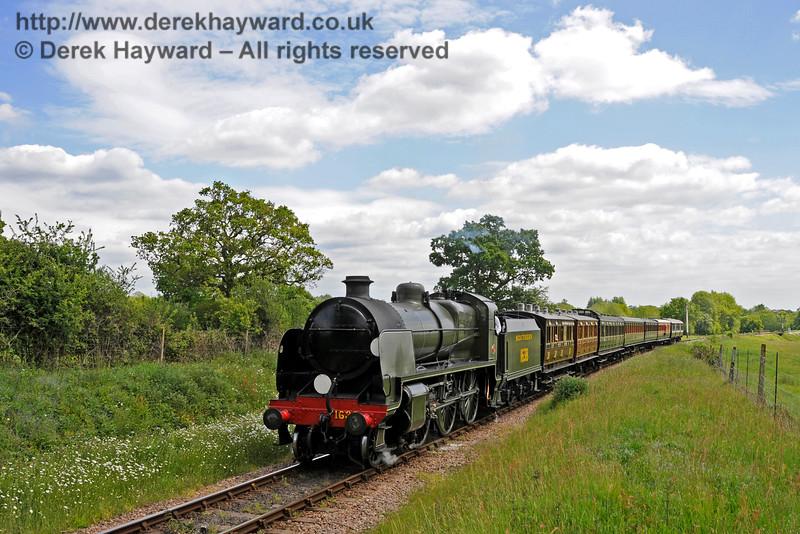 1638 heads north towards Ketches Halt.  25.05.2015  12636