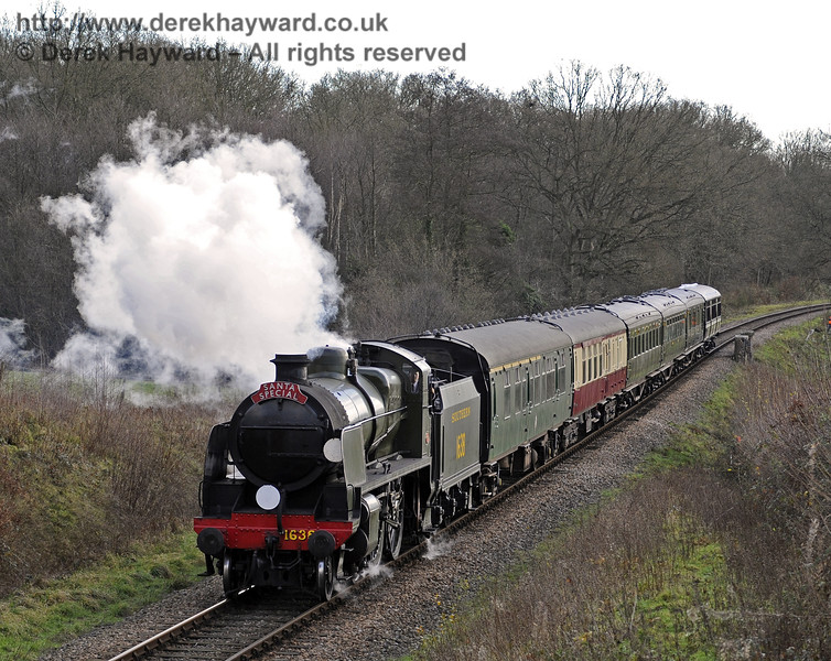 1638 passes Medhurst Farm with a Santa Special.  20.12.2014  10246