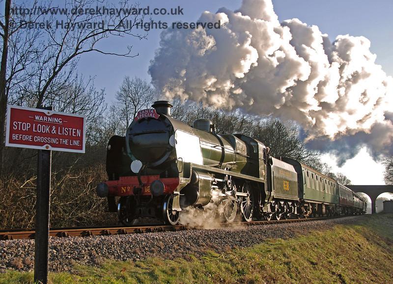 1638 steams north from Three Arch Bridge. 16.12.2007
