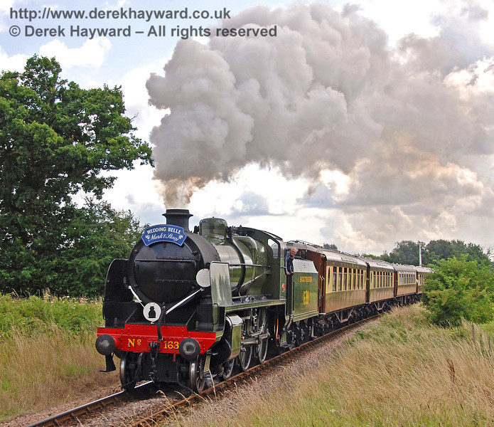 1638 steams towards Ketches Halt with a wedding special. 28.07.2007
