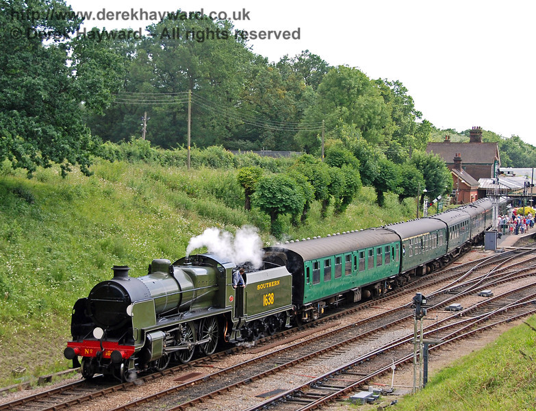 1638 leaves Horsted Keynes with a service train. 29.06.2008