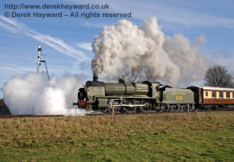 1638 creates steam effects as it passes the Sheffield Park Advance Starter. 01.12.2009