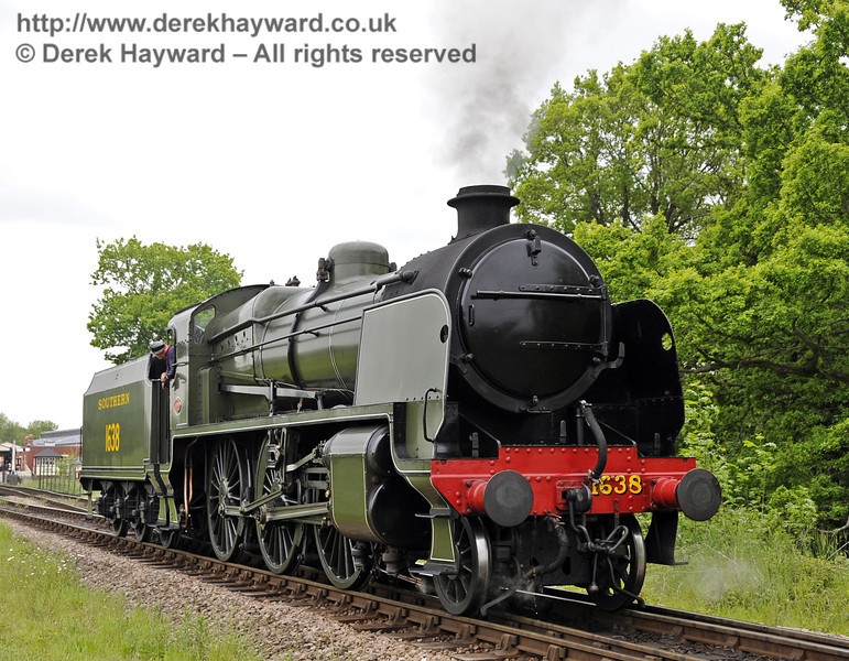 1638 runs round at Sheffield Park.  01.06.2013  7176