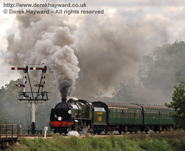 1638 creates steam effects as it leaves Sheffield Park.  25.09.2010  30008