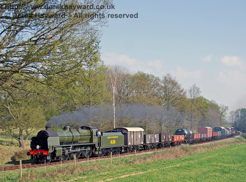 1638 hauls a long goods train around the curve from Sloop Bridge. 15.04.2007