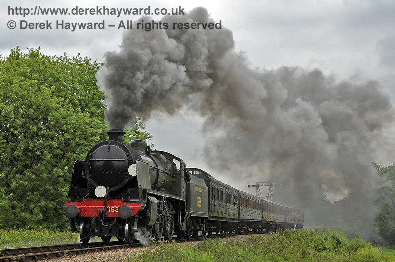 1638 makes a spirited departure from Sheffield Park.  01.06.2013  7185