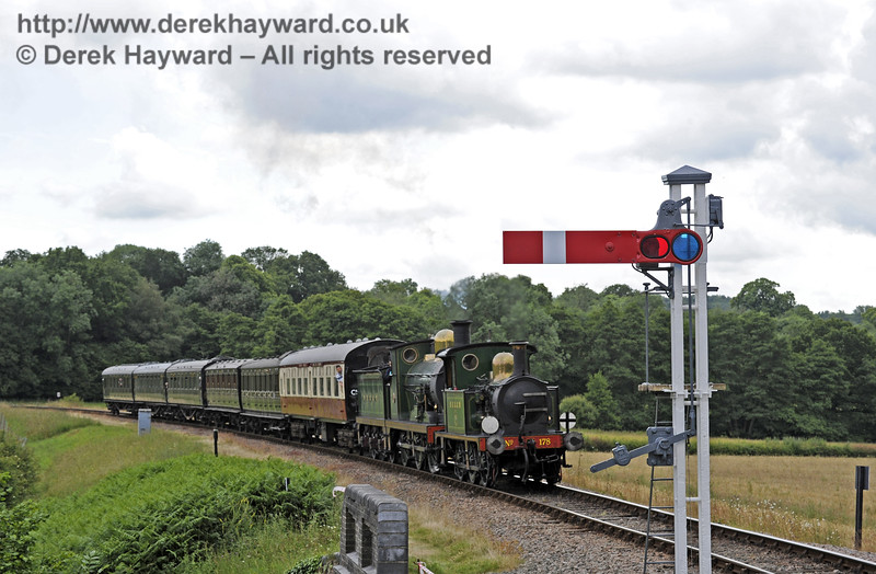 178 and 592 steam north towards New Road Bridge.  28.06.2014  9725