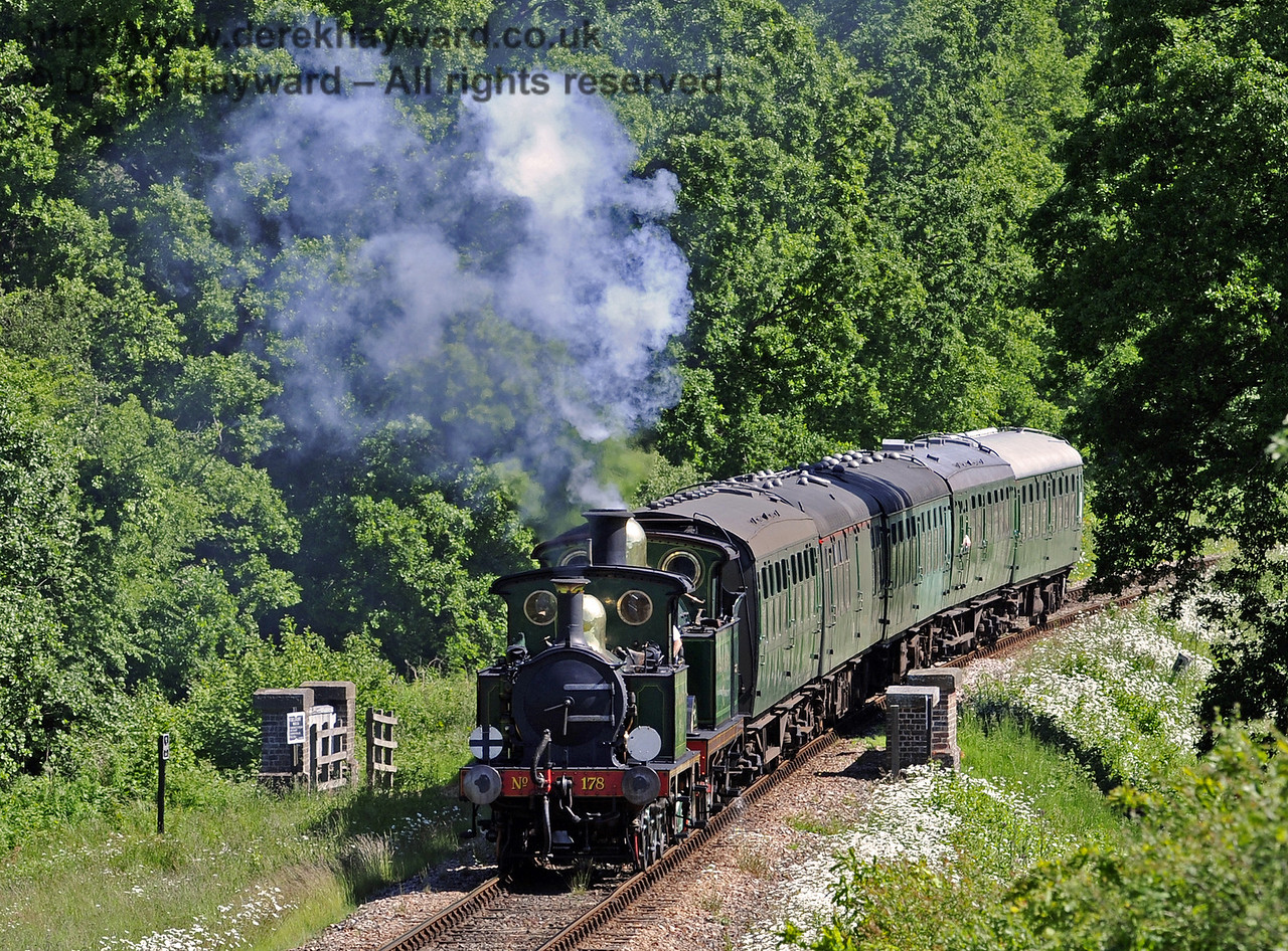 178 and 263 pass over Waterworks Bridge.  14.06.2013  7267