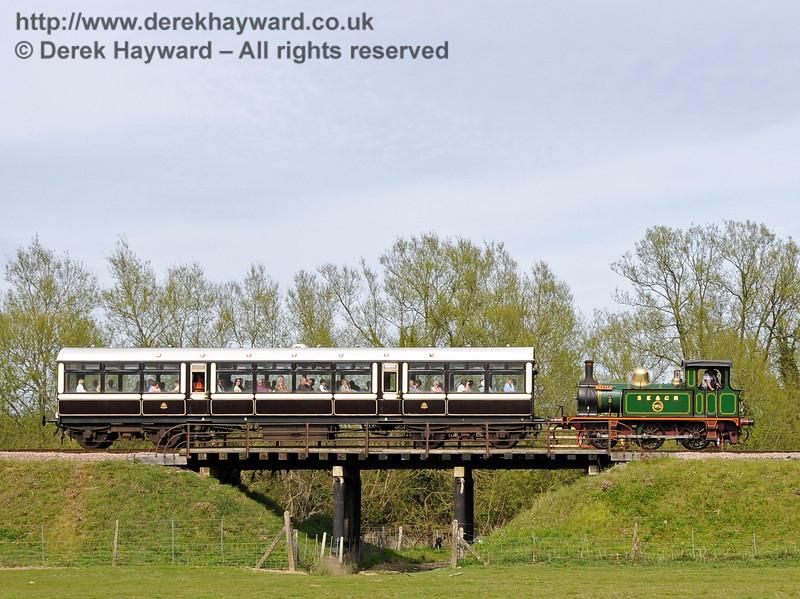 178 crosses Poleay Bridge en route to Sheffield Park. 28.04.2010  2122