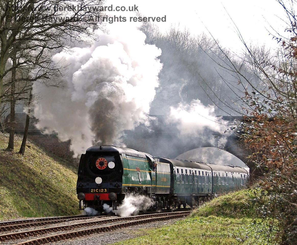 21C123 Blackmoor Vale creates steam effects at Leamland Bridge. 10.03.2007