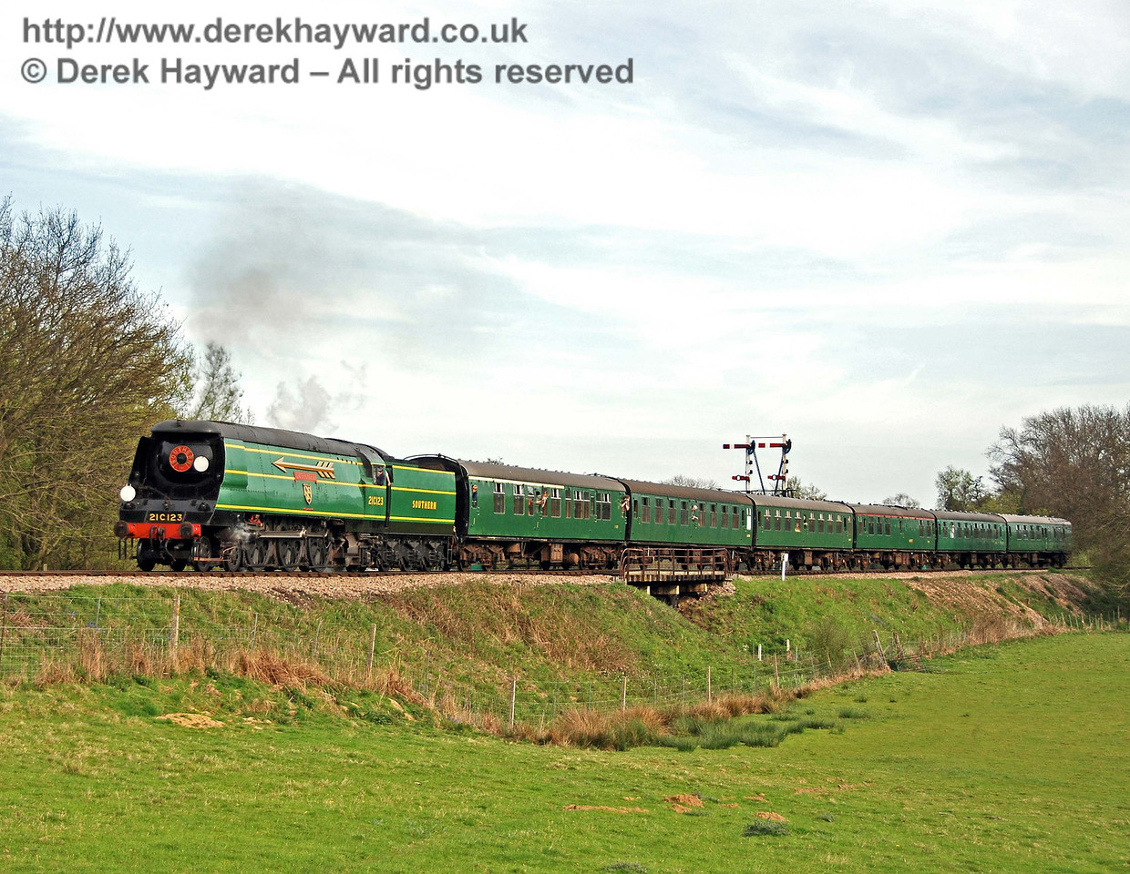 21C123 OVS Bulleid steams north from Sheffield Park. 26.04.2008