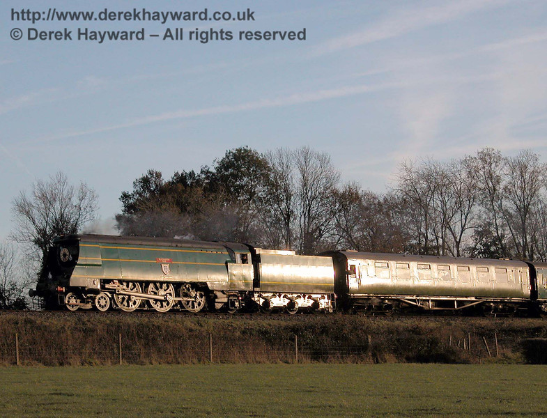 The setting sun illuminates 21C123 Blackmore Vale as it approaches Horsted Keynes. 19.11.2005