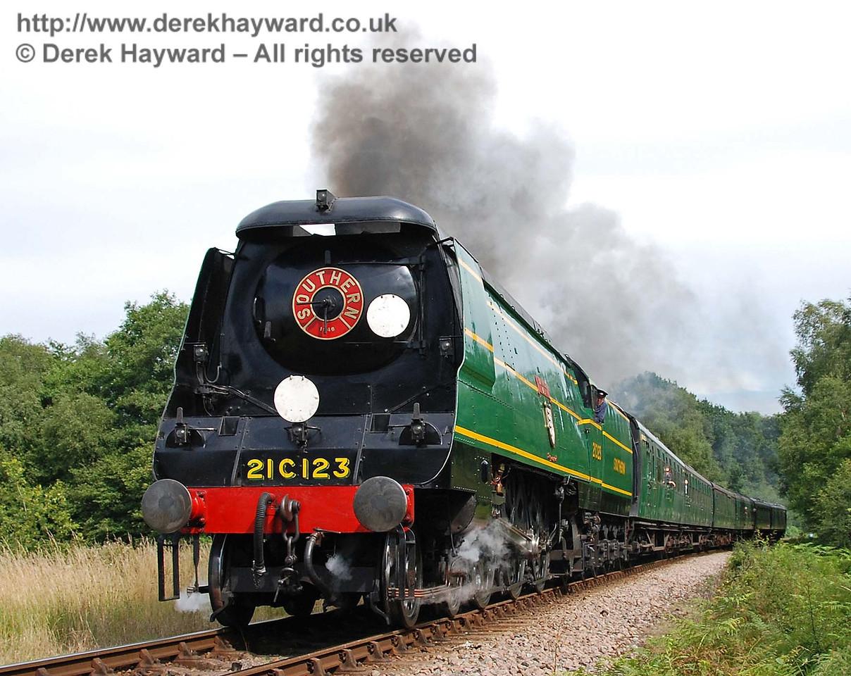 21C123 Blackmoor Vale climbs Freshfield Bank. 14.07.2007