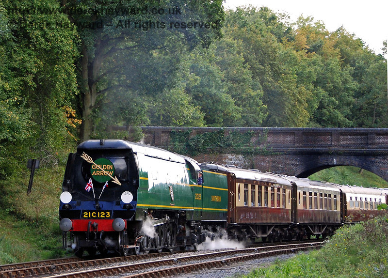 21C123 Blackmoor Vale hauls the Golden Arrow dining train north under Leamland Bridge. 23.09.2007