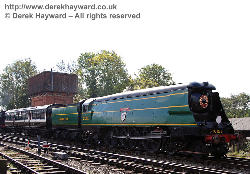 On hearing that the Autumn Tints Observation Car was heavily booked the locomotive department decided that a larger engine might be required.......  Sheffield Park 05.10.2007