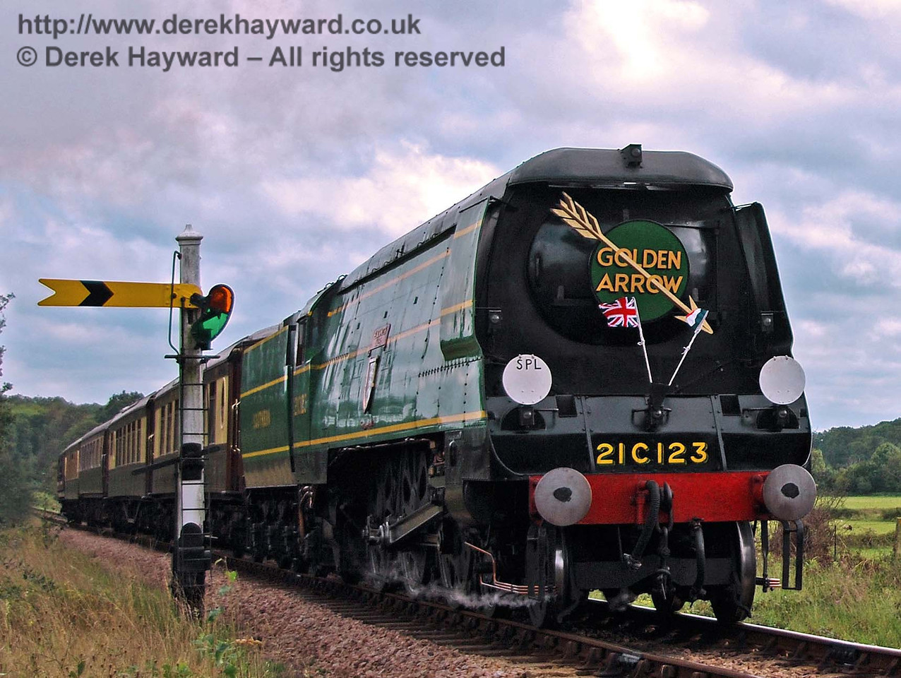 21C123 steams north past the Sheffield Park Distant signal with the Golden Arrow dining train. 23.09.2007