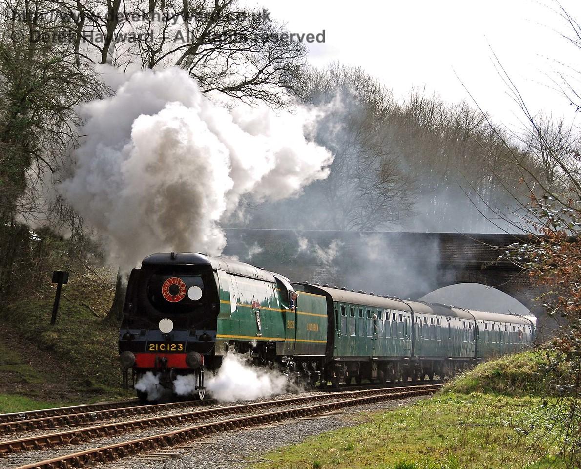 21C123 Blackmoor Vale steams north from Leamland Bridge. 10.03.2007 ##