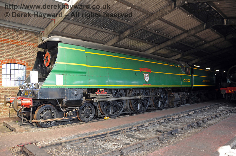 21C123 Blackmoor Vale stored in Sheffield Park Shed.  18.07.2010  3191