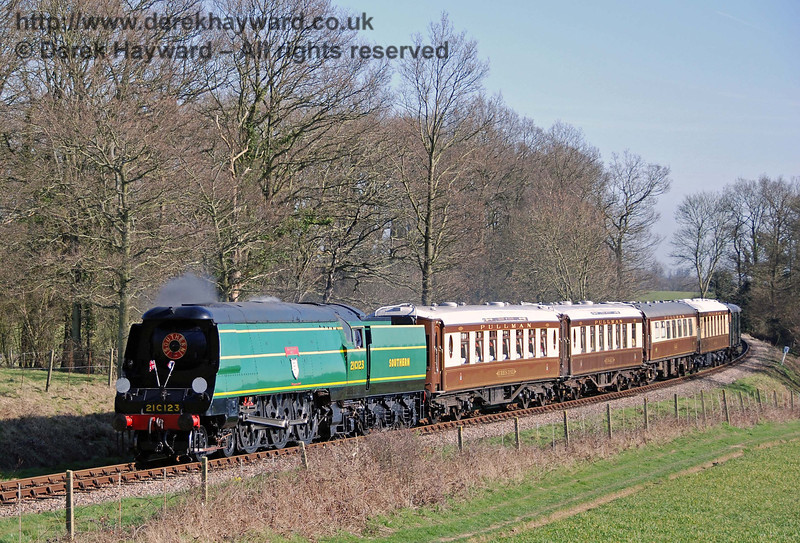 21C123 Blackmoor Vale steams towards the site of Town House Farm accommodation bridge with the Pullman. 11.03.2007