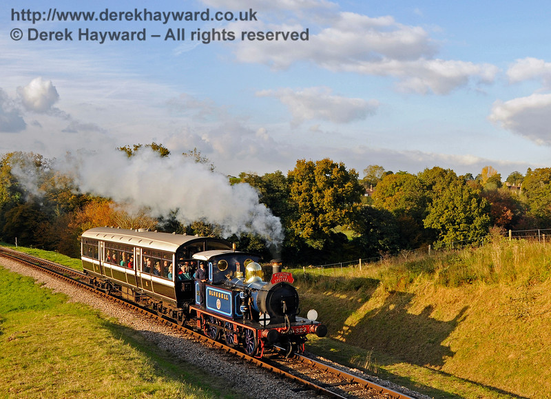 """Me and My Shadow"" 323 enters Rock Cutting with an  Autumn Tints Special as the sun is setting.  20.10.2015 13881"