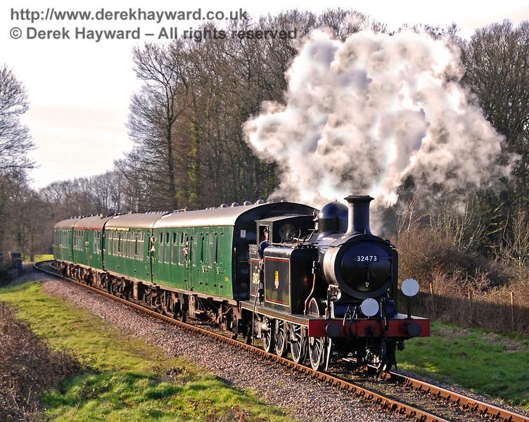32473 steams south towards Freshfield bank.  11.03.2007