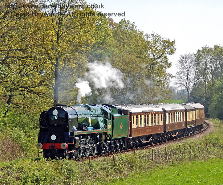 34059 Sir Archibald Sinclair rounds the curve from Sloop Bridge with the Pullman. 24.04.2009  0162