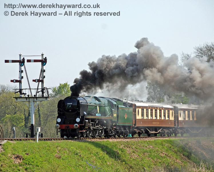 34059 Sir Archibald Sinclair generates smoke as it leaves Sheffield Park. 24.04.2009  0201