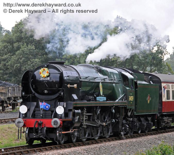 34059 Sir Archibald Sinclair approaches Horsted Keynes.  06.08.2010  3658