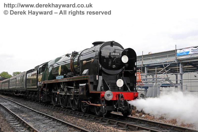 34059 Sir Archibald Sinclair leaves Sheffield Park.  15.08.2010  4053