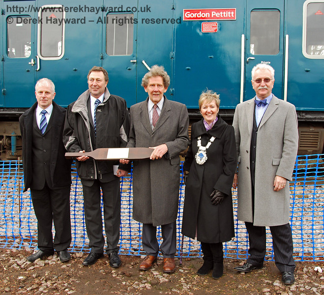 Roy Watts (BPRS Chairman), Mac Macintosh (former Engineering Director SWT), Gordon Pettitt (former General Manager of the Southern Region of British Rail), Ginnie Waddingham (Mayor of East Grinstead), and Graham Flight (Chairman of Bluebell Railway PLC). East Grinstead 17.01.2009  111
