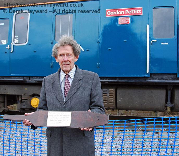 Gordon Pettitt poses alongside his train. East Grinstead 17.01.2009  122