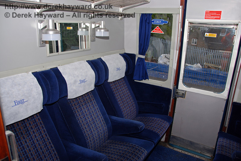 A First Class compartment on 3417 Gordon Pettitt. East Grinstead 17.01.2009  166
