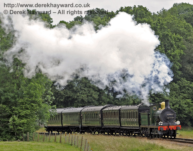 592 steams north from Three Arch Bridge.  05.07.2014  9776