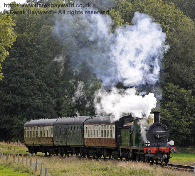 592 rounds the bend from Three Arch Bridge with the Wealden Rambler.  15.09.2012  8247