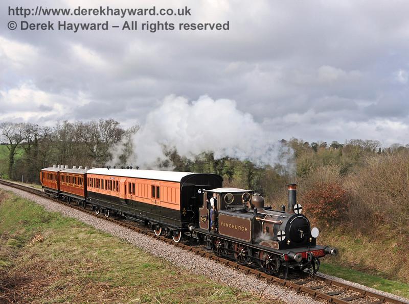 672 Fenchurch steams towards Rock Cutting.  26.03.2010  1647