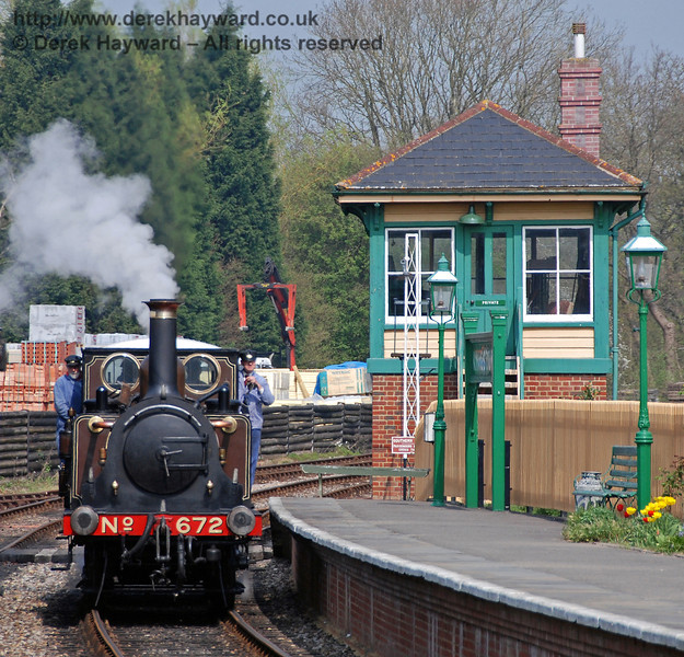 672 Fenchurch runs round at Kingscote, passing the northern signal box. 14.04.2007