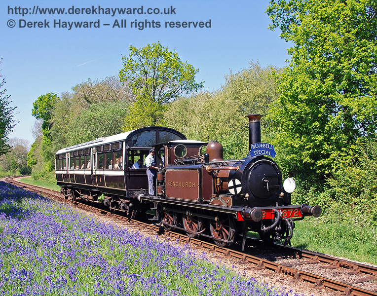 672 Fenchurch passes a carpet of Bluebells south of Lindfield Wood. 01.05.2007  0019