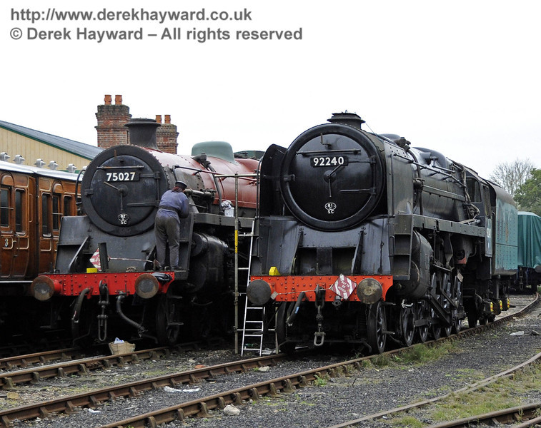 Michelle Barton helping to repaint 75027 and 92240. Horsted Keynes 21.10.2011  3009