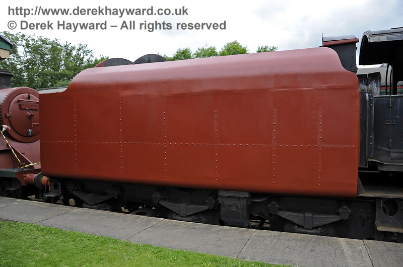 92240 being repainted at Horsted Keynes.  23.06.2012  5390