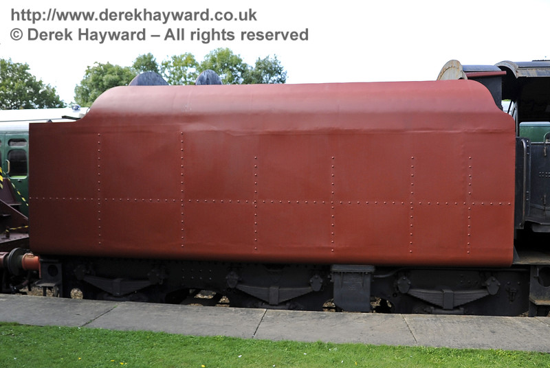 92240 being repainted at Horsted Keynes.  15.09.2012  5708