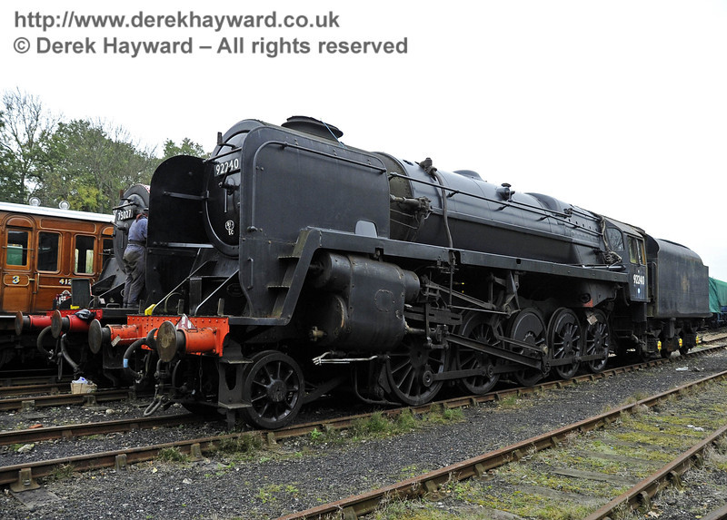 Michelle Barton helping to repaint 75027 and 92240. Horsted Keynes 21.10.2011  3006