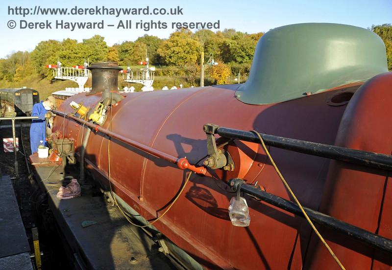 75027 in red oxide. Horsted Keynes 01.11.2011