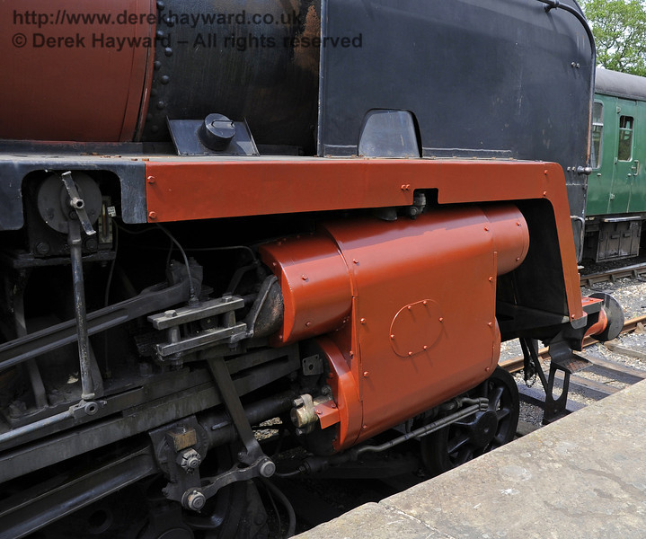 92240 being repainted at Horsted Keynes.  30.05.2012  4922
