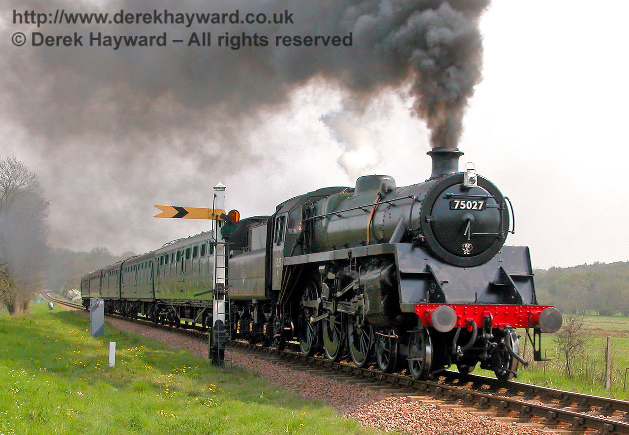75027 passes the Sheffield Park Distant signal. 04.05.2006