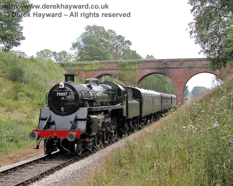 75027 climbs past Three Arch Bridge. 27.07.2006