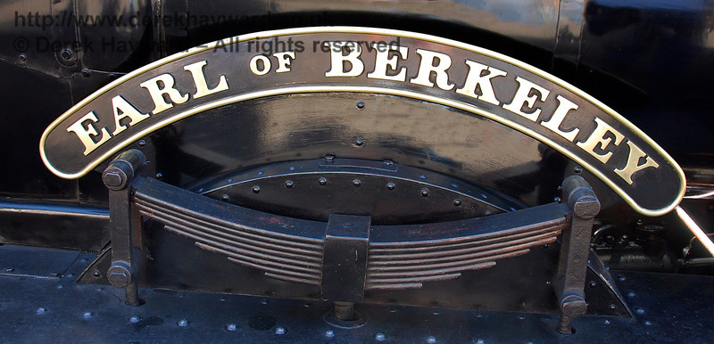 The Earl of Berkeley nameplates on 9017. A red background was used at a later stage.  12.09.2009  0140